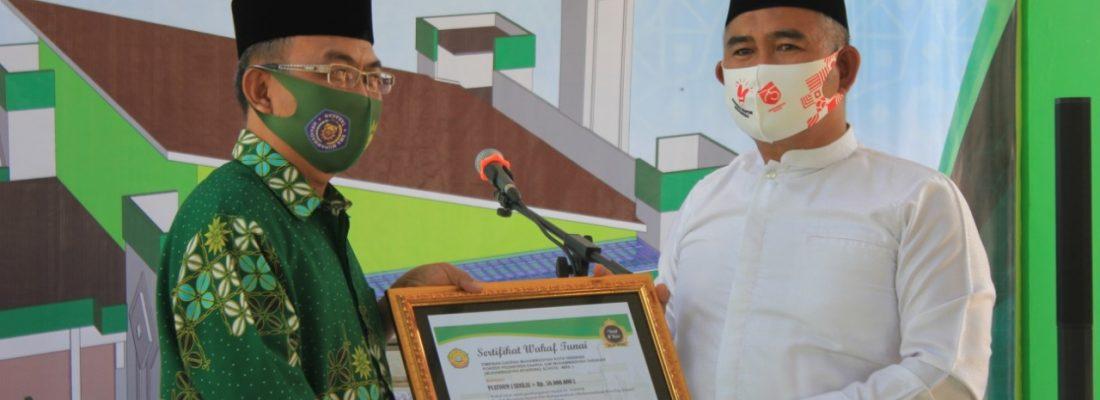 Penyerahan Sertifikat Wakaf Pembangunan Masjid At Tanwir Kepada Wali Kota Tarakan